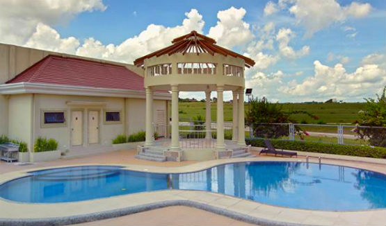 Ara Vista Pool